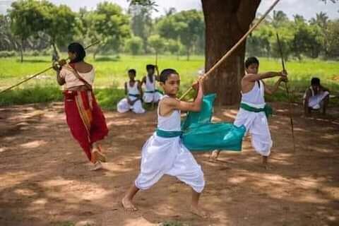 மத்திய அரசால் அங்கீகரிக்கப்பட்ட தமிழ்நாட்டின் வீர விளையாட்டான சிலம்பம்