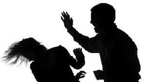 பெற்றோரைத் தாக்கிய பிரதேச சபை உறுப்பினரைக் கைது செய்ய பொலிஸார் விசாரணை